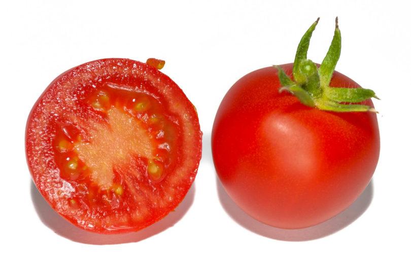 Die Früchte  der Tomate Hlozanek sind rund, rot und schmecken gut