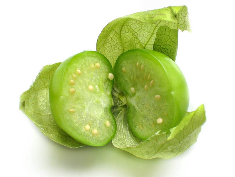 Tomatillos reifen grüngelb ab, werden jedoch zum Kochen von Salsas unreif und grün verwendet.