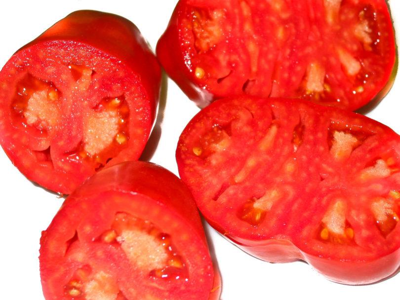 Die Tomate Super Italian Plum ist saftig, ertragreich und interessant geformt.
